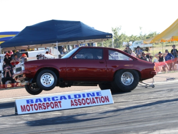 Drag racing cairns